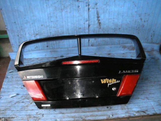 Крышка багажника MITSUBISHI LANCER CN9A. Фото 4