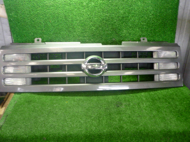 Решетка радиатора NISSAN CUBE CUBIC BGZ11. Фото 7