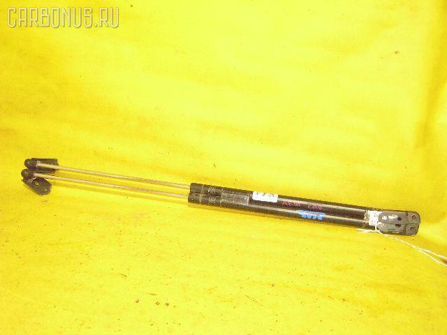 Амортизатор двери TOYOTA SPRINTER CARIB AE111G. Фото 2