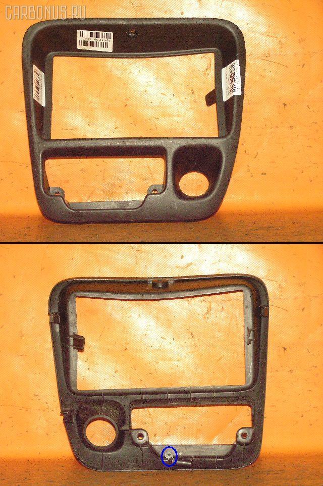 Консоль магнитофона Suzuki Escudo TD52W Фото 1