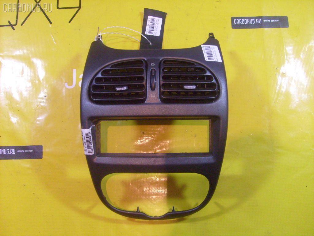 Консоль магнитофона PEUGEOT 206 SW 2KNFU Фото 1