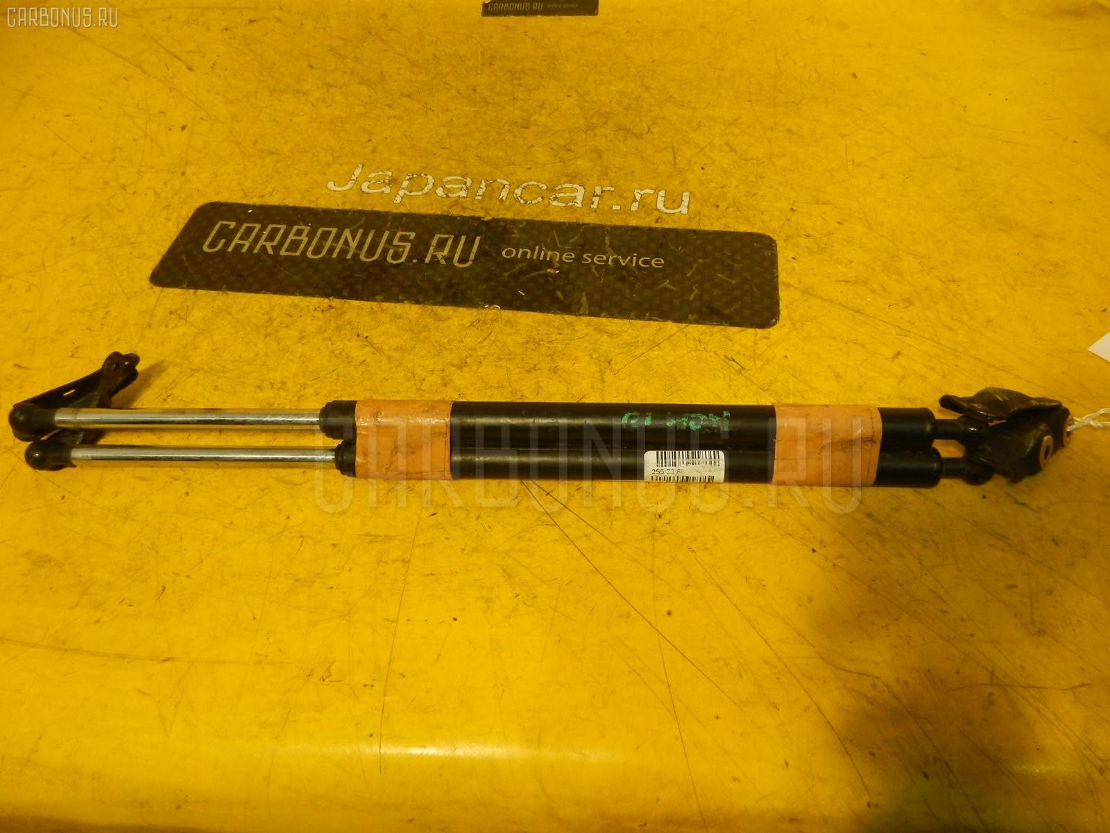 Амортизатор двери TOYOTA GAIA ACM10G. Фото 1