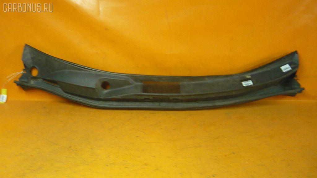 Решетка под лобовое стекло Toyota Voxy AZR65G Фото 1