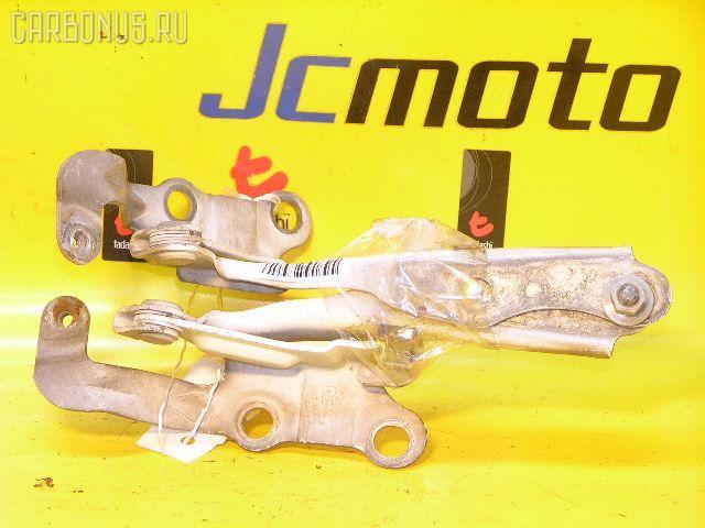 Крепление капота TOYOTA GAIA ACM10G. Фото 9