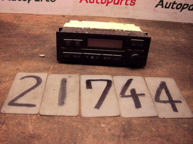 Блок управления климатконтроля TOYOTA MARK II JZX100 1JZ-GE. Фото 6