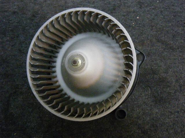 Мотор печки SUZUKI ESCUDO TA01W. Фото 7