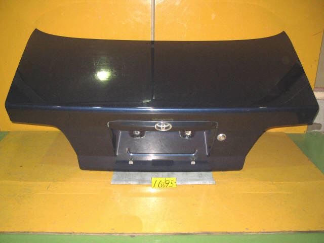 Крышка багажника TOYOTA CARINA AT211. Фото 5