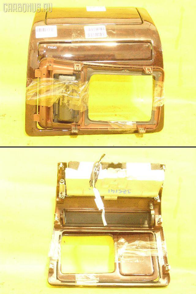 Консоль магнитофона TOYOTA CROWN JZS141. Фото 1