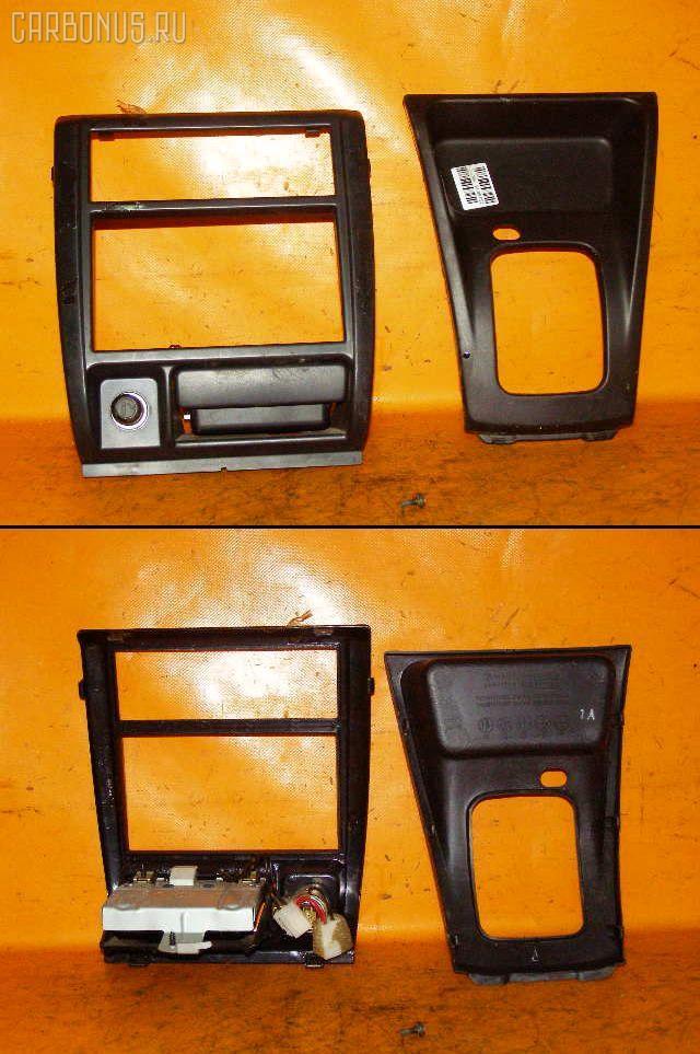 Консоль магнитофона SUBARU FORESTER SF5. Фото 1