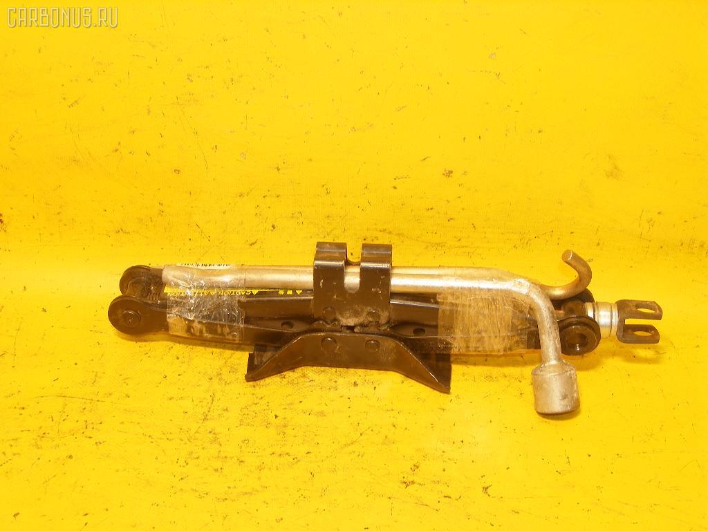 Домкрат TOYOTA. Фото 2
