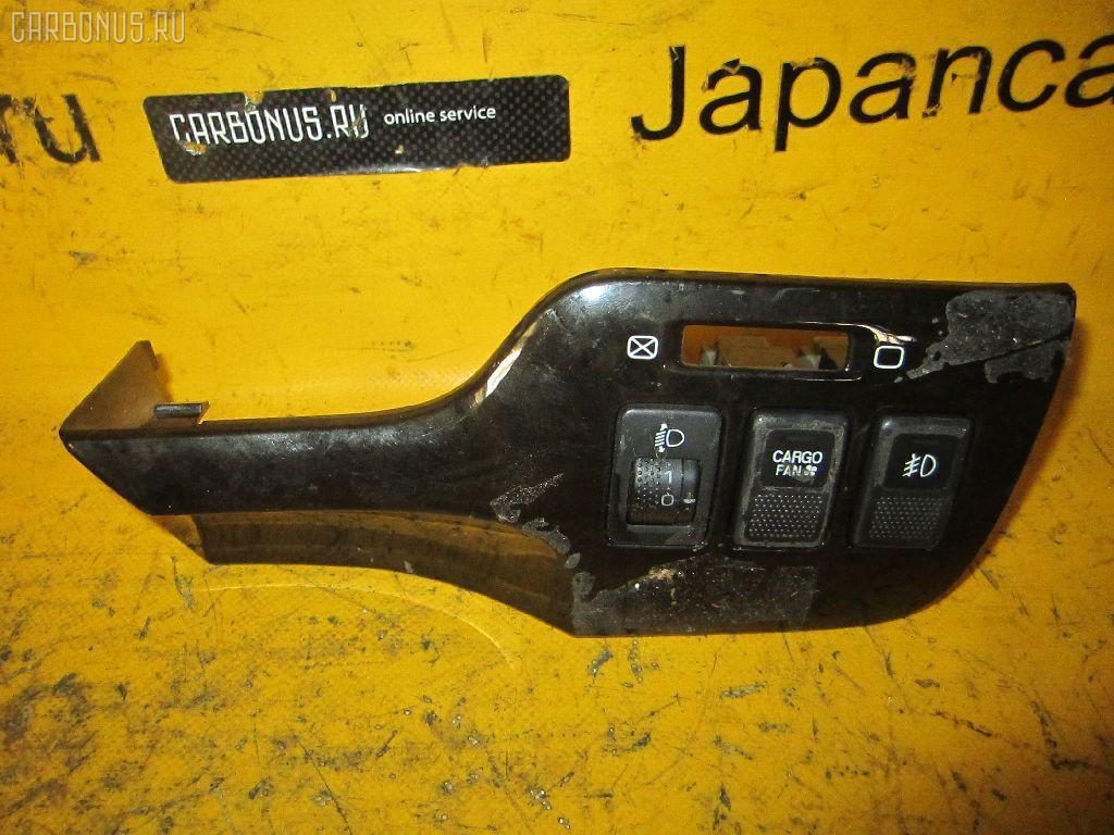 Консоль магнитофона SUBARU LEGACY LANCASTER BHE. Фото 3