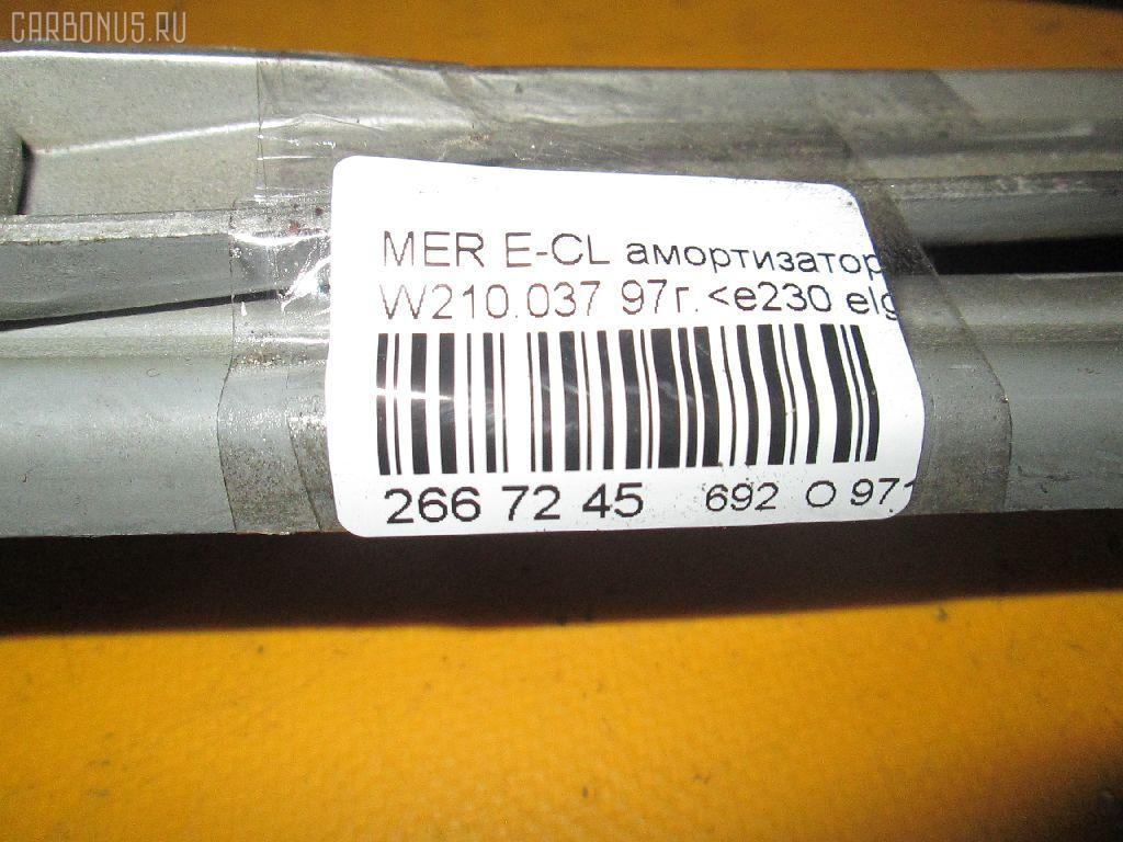 Амортизатор капота MERCEDES-BENZ E-CLASS W210.037 Фото 2