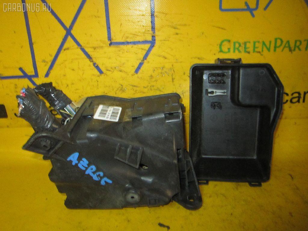 Блок предохранителей TOYOTA VOXY AZR65G 1AZ-FSE. Фото 2