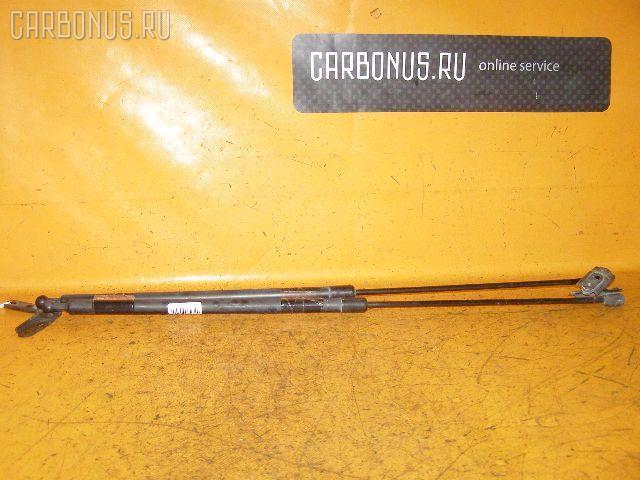 Амортизатор двери TOYOTA SPRINTER CARIB AE111G. Фото 4