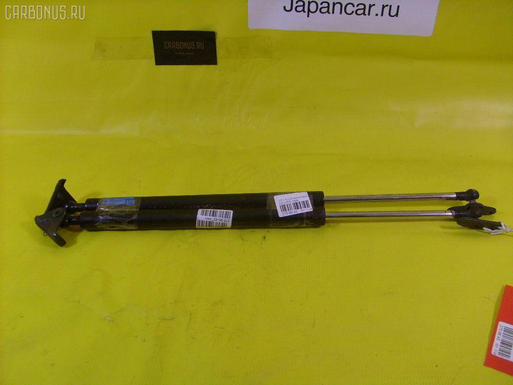 Амортизатор двери TOYOTA KLUGER V ACU25W Фото 1