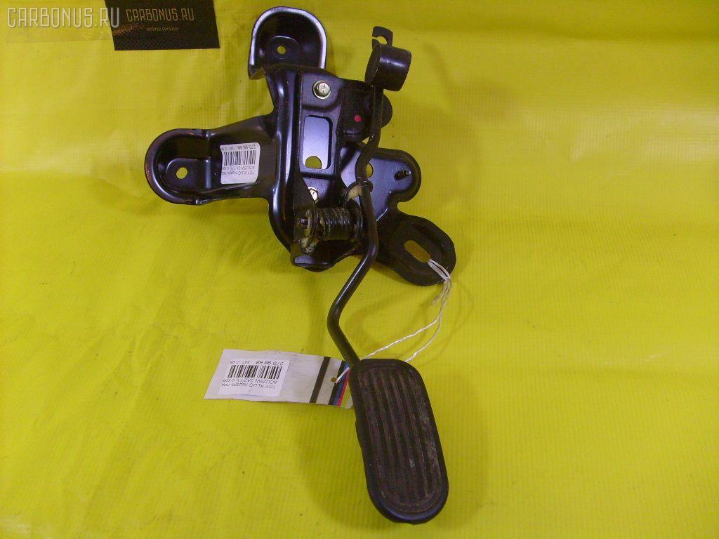 Педаль подачи топлива TOYOTA KLUGER V ACU25W 2AZ-FE Фото 1