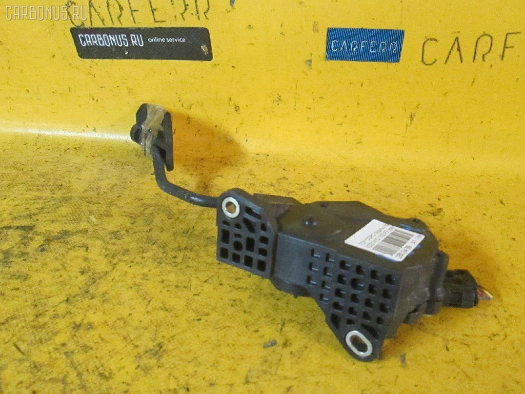 Педаль подачи топлива TOYOTA COROLLA FIELDER NZE141G 1NZ-FE Фото 1