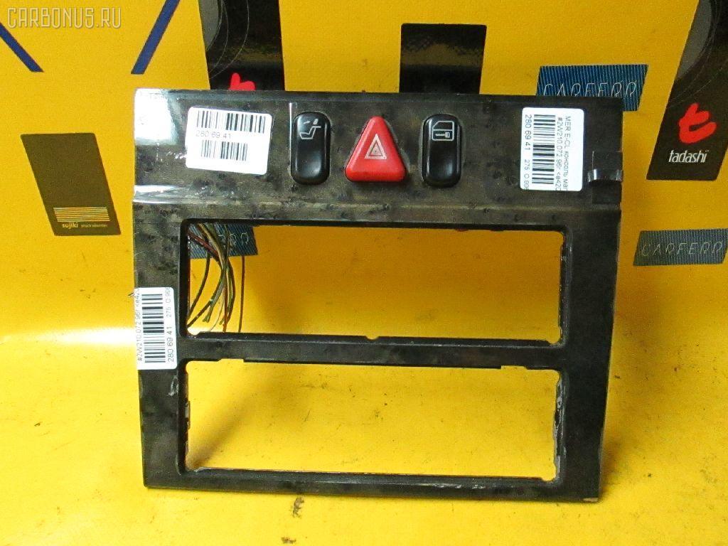 Консоль магнитофона MERCEDES-BENZ E-CLASS W210.072 Фото 1
