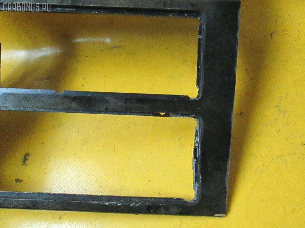 Консоль магнитофона MERCEDES-BENZ E-CLASS W210.072. Фото 2
