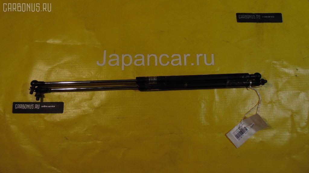 Амортизатор капота TOYOTA MARK II GX110. Фото 2