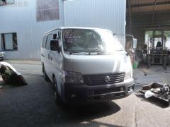 Стекло Nissan Caravan VWE25 Фото 2