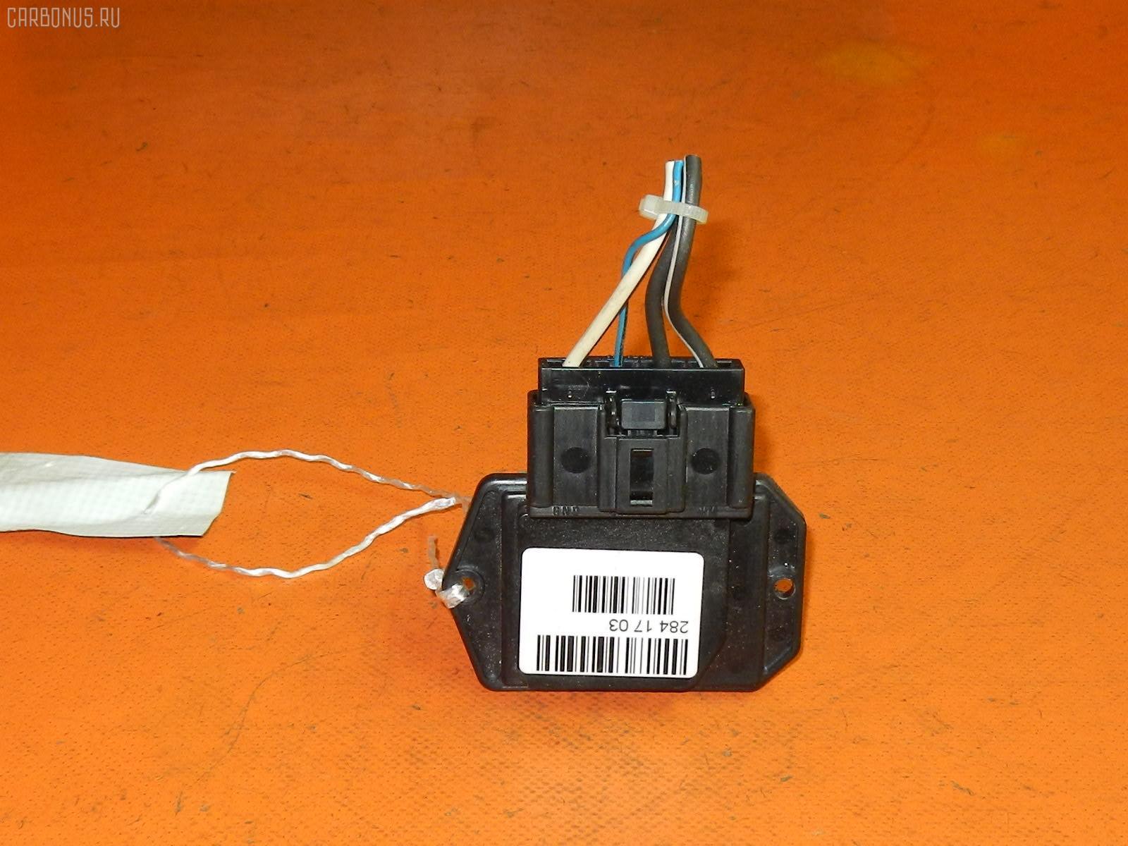 Регулятор скорости мотора отопителя TOYOTA COROLLA FIELDER ZZE123G. Фото 3