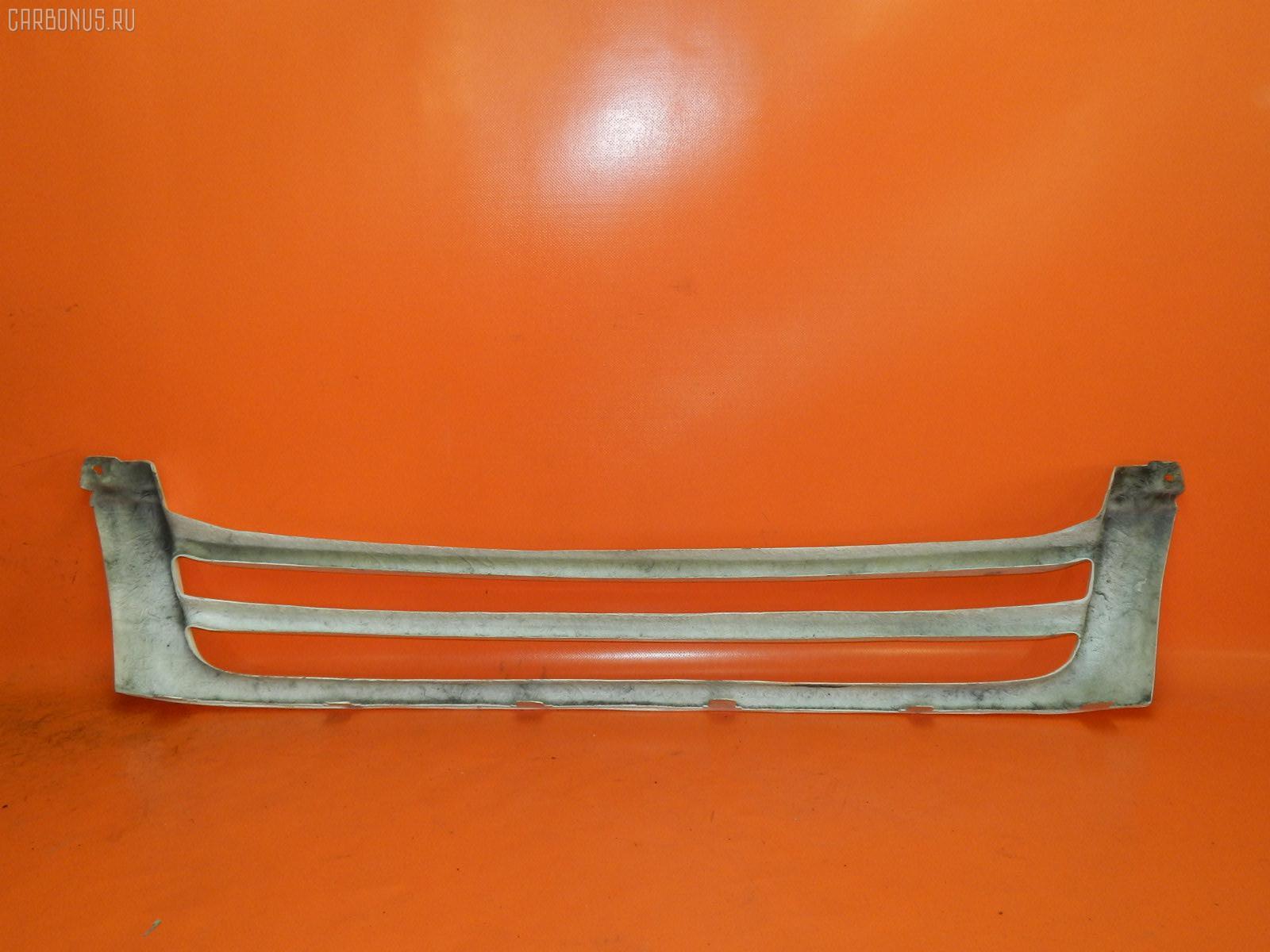 Решетка радиатора Toyota Hiace KDH200V Фото 1