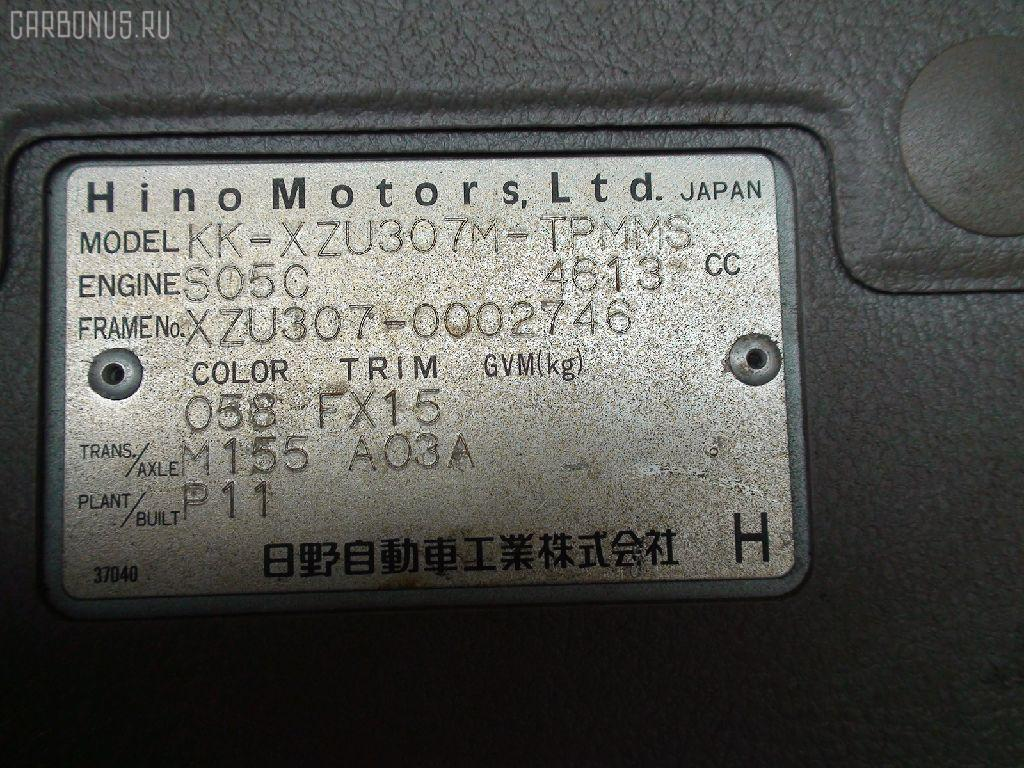 Крепление запасного колеса HINO DUTRO XZU307M Фото 6