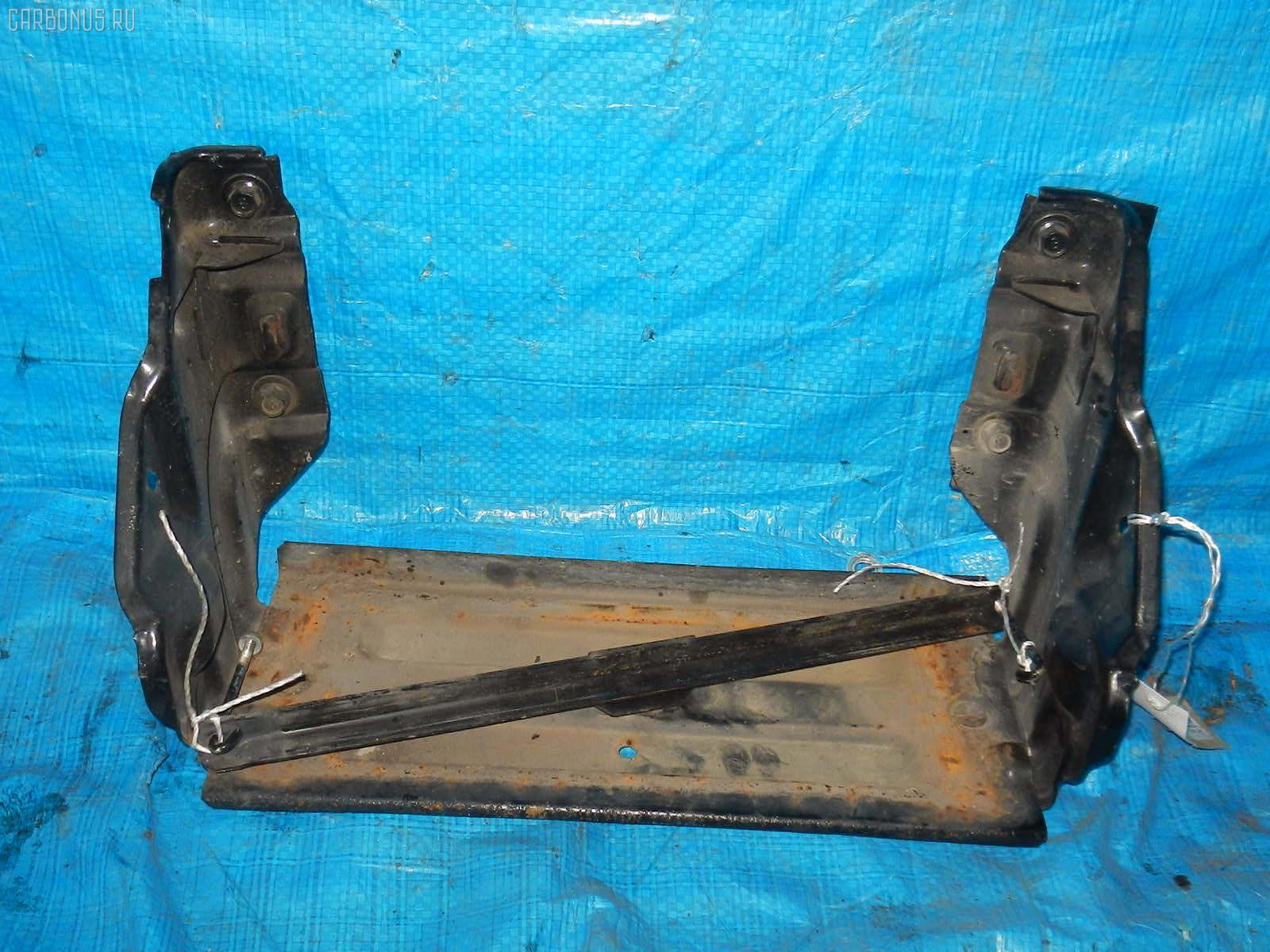 Подставка под аккумулятор MITSUBISHI CANTER FB70AB Фото 1
