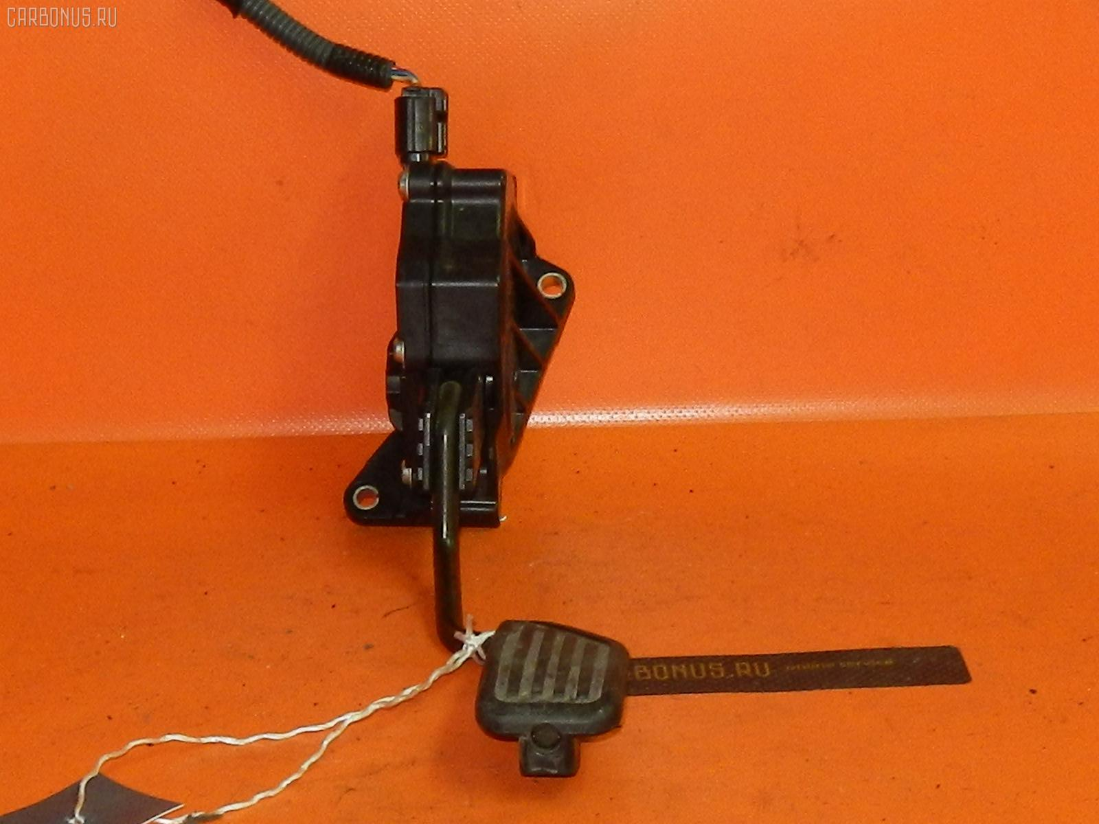 Педаль подачи топлива TOYOTA VITZ SCP90 2SZ-FE Фото 1