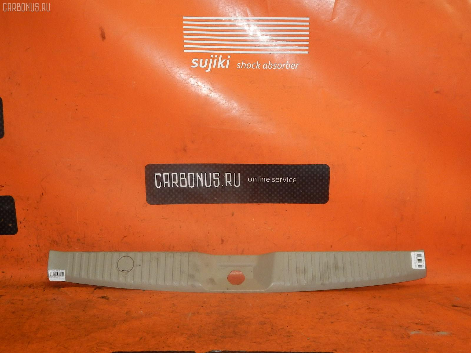 Обшивка багажника NISSAN LIBERTY RM12 Фото 1