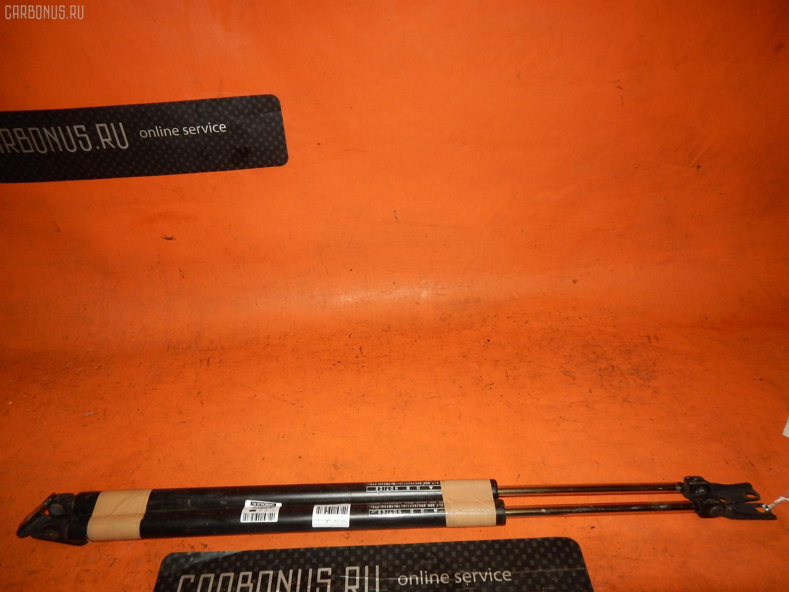 Амортизатор двери TOYOTA HIACE RZH102G Фото 1