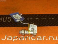 Болт крепежный амортизационной стойки Toyota Bb NCP31 1NZ-FE Фото 2
