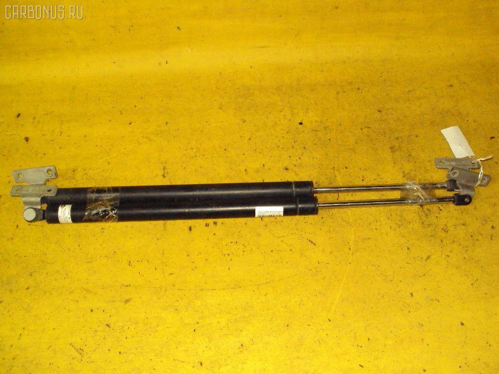 Амортизатор двери NISSAN CARAVAN ARME24. Фото 2