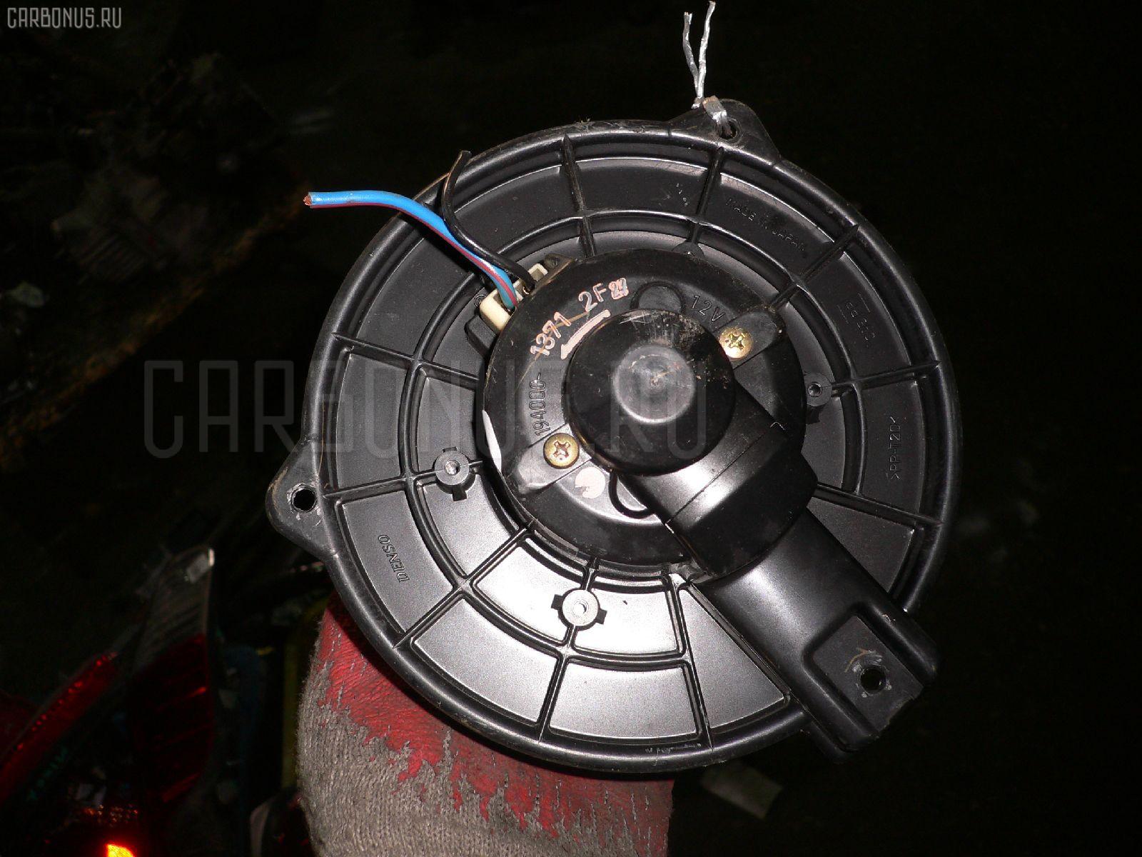 Мотор печки TOYOTA WISH ZNE10G. Фото 3