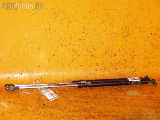 Амортизатор капота TOYOTA MARK II JZX110. Фото 4