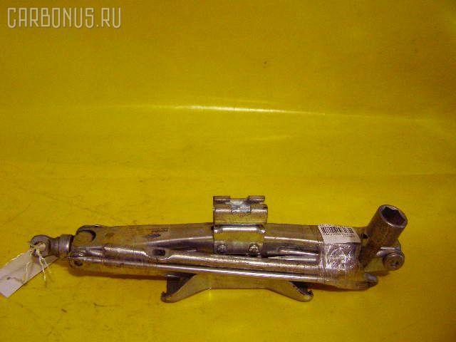 Домкрат TOYOTA. Фото 7