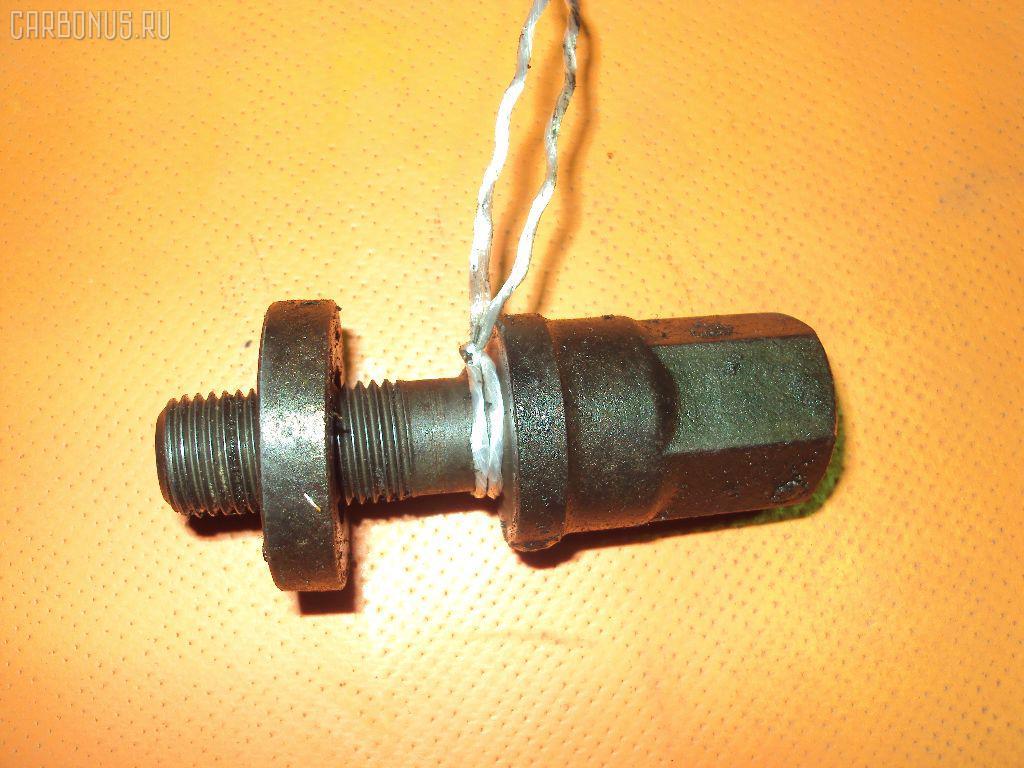 Болт крепежный шкива MAZDA BONGO SE28M Фото 1