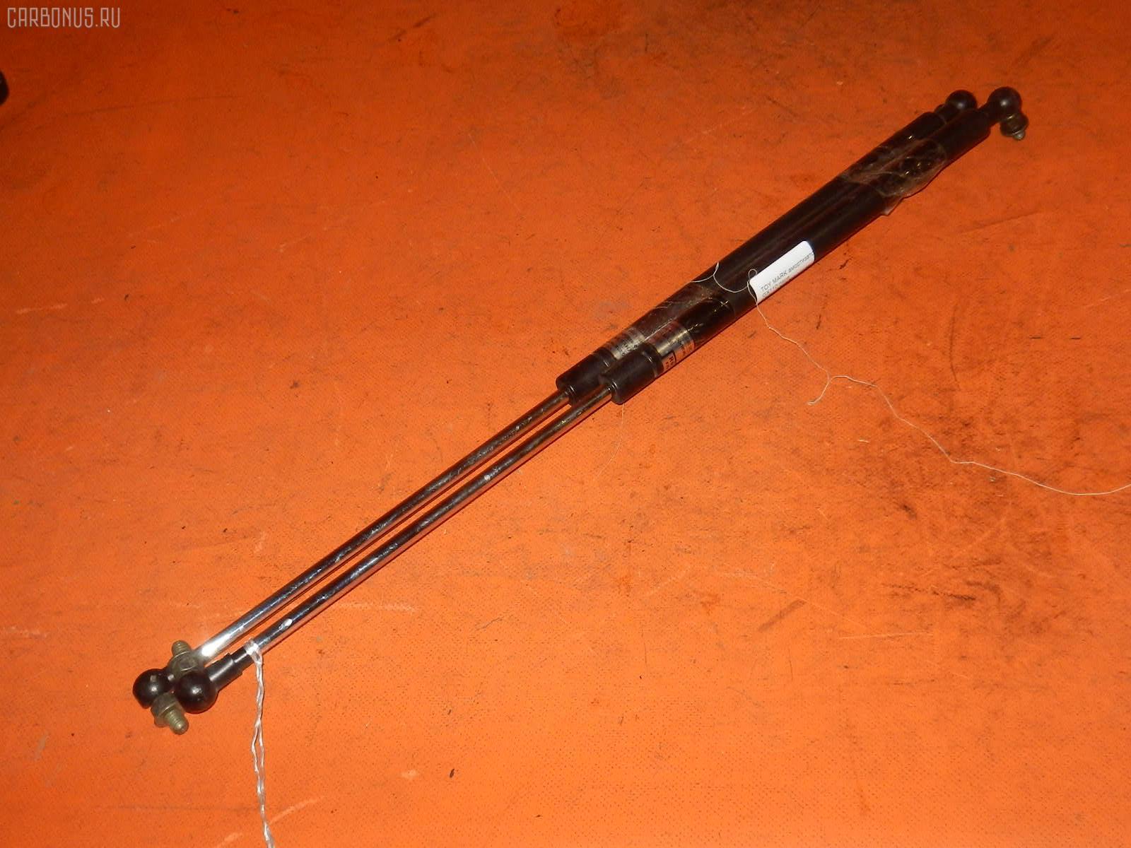 Амортизатор капота TOYOTA MARK II GX110. Фото 5