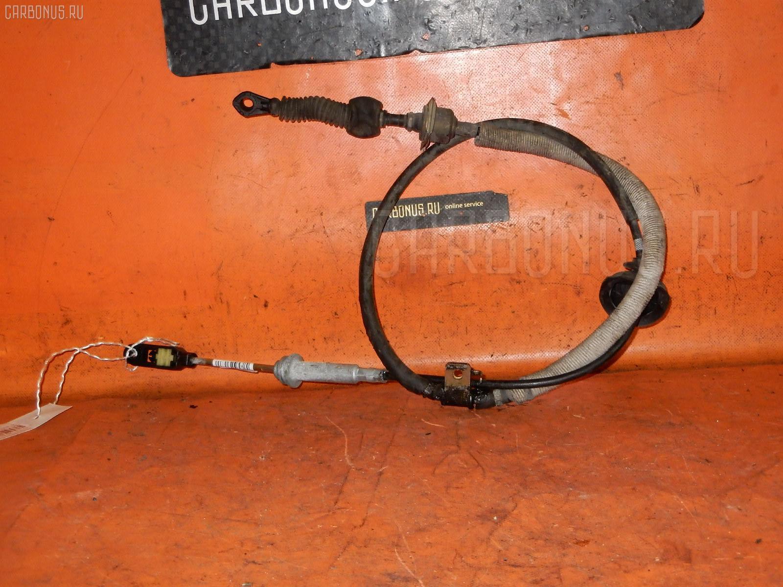 Тросик на коробку передач MAZDA DEMIO DW3W B3. Фото 4