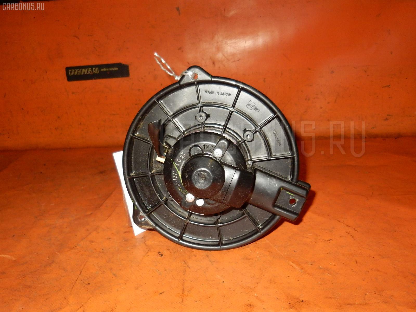 Мотор печки TOYOTA WISH ZNE10G. Фото 8