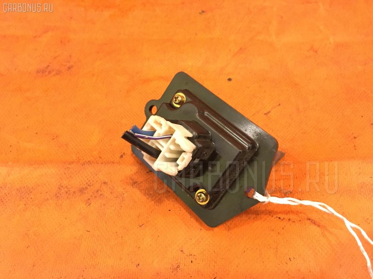Регулятор скорости мотора отопителя на Mazda Premacy CP8W FP-DE Фото 1