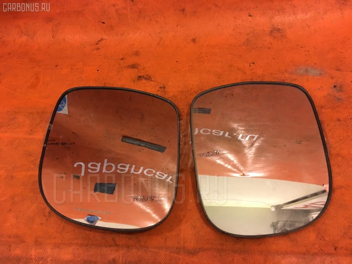 Зеркало-полотно на Toyota Noah AZR60G Фото 1