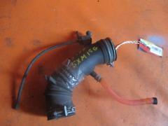 Патрубок воздушн.фильтра на Toyota Ipsum SXM15G 3S-FE