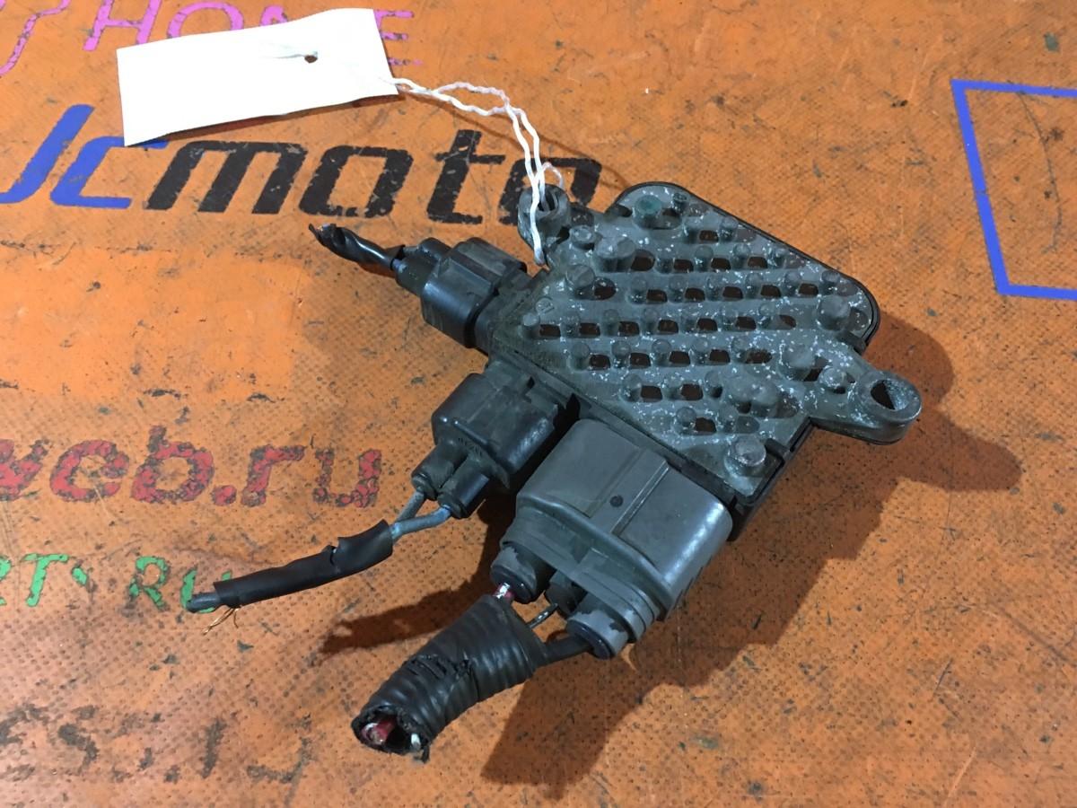 Блок управления вентилятором Nissan Lafesta B30 MR20DE Фото 1