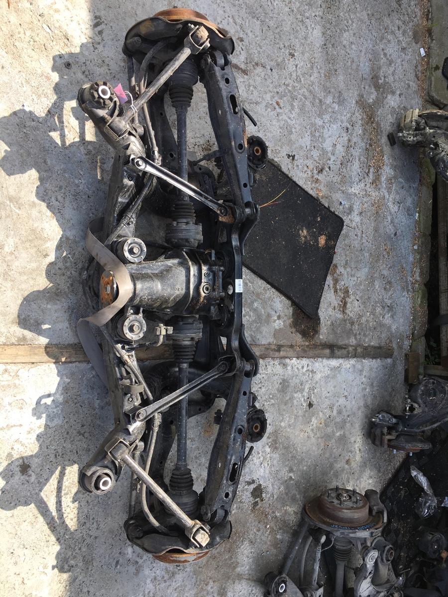 Балка подвески на Toyota Progres JCG10 1JZ-FSE Фото 1