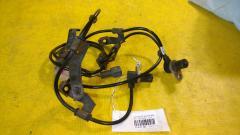 Датчик ABS на Nissan March K11 CG10DE, Переднее расположение