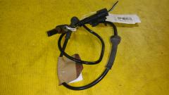 Датчик ABS на Mitsubishi Colt Z25A 4G19, Переднее расположение