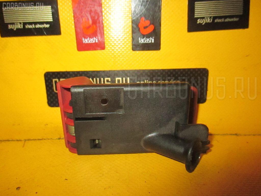 Ручка открывания капота MERCEDES-BENZ E-CLASS W210.061 112.911. Фото 2