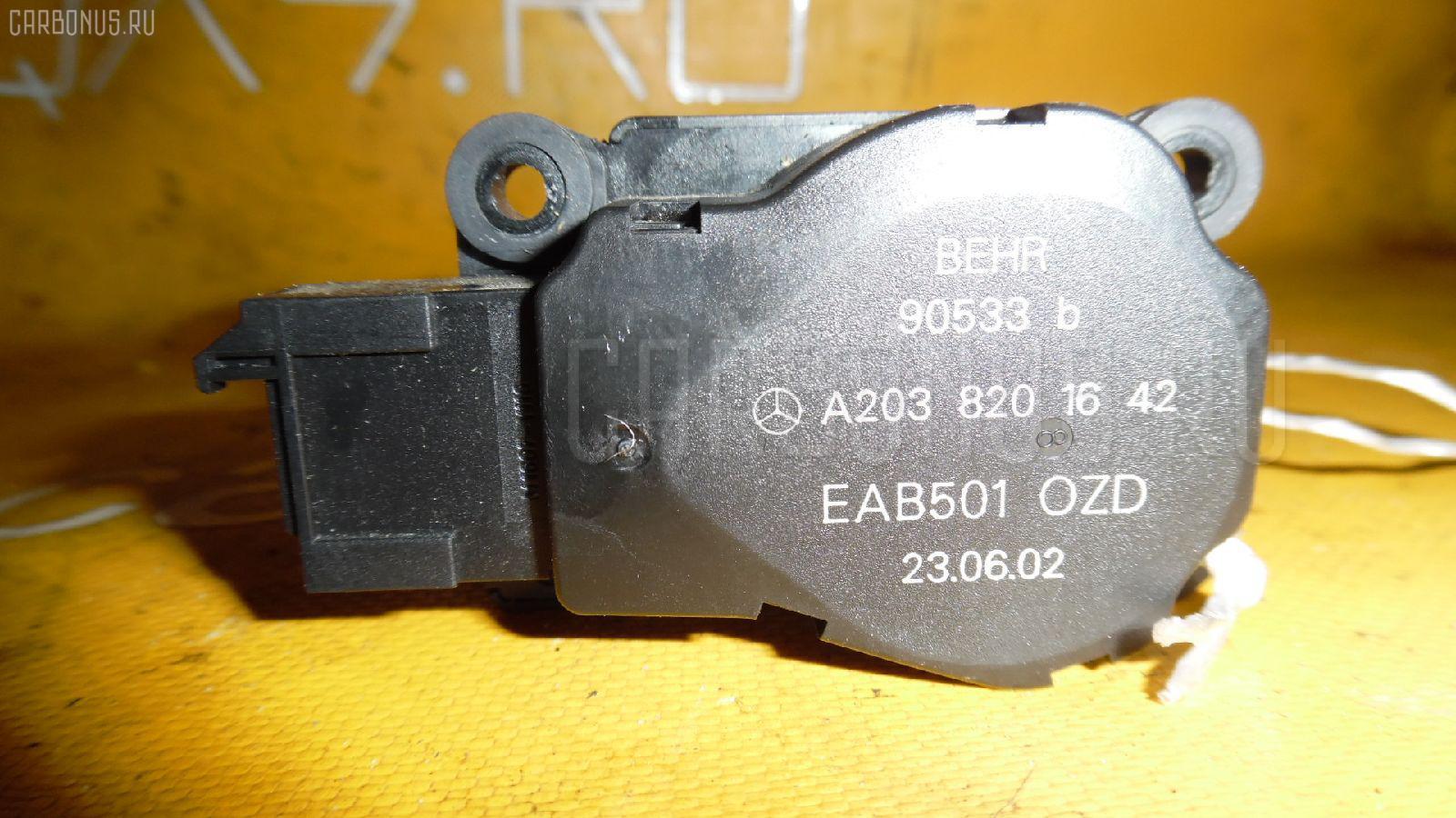 Моторчик заслонки печки MERCEDES-BENZ E-CLASS W211.070. Фото 1